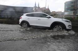 Zaplavená silnice v Holešovicích