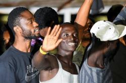 Migranti z lodi Open Arms se vylodili na Lampeduse