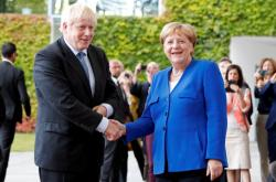 Boris Johnson a Angela Merkelová