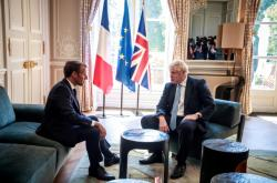 Emmanuel Macron a Boris Johnson v Elysejském paláci