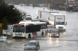 Silnice v Houstonu se proměnily v řeky