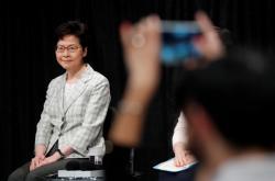 Správkyně Hongkongu Carrie Lamová při první debatě se zástupci veřejnosti