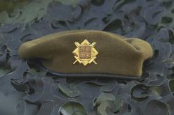 Khaki baret