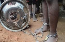 Někteří z nigerijských chlapců našli policisté v řetězech