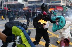 Demonstrace v Hongkongu u příležitosti 70. výročí vzniku komunistické Číny