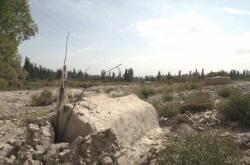 Poničený ujgurský hřbitov v Číně