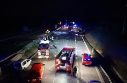 Hromadná nehoda osobních aut a cisterny na D1