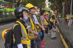 Dobrovolníci v Hongkongu pomáhají demonstrantům