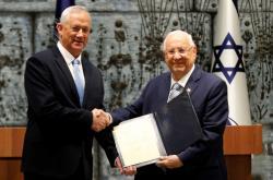 Izraelský prezident Reuven Rivlin pověřil Bennyho Gantze sestavením vlády