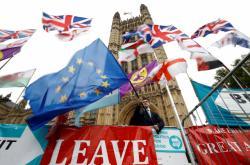 Odpůrci brexitu před sídle parlamentu