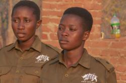 Strážkyně parku v Zimbabve, které trénuje Damien Mander