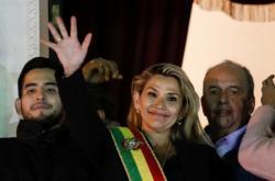 Jeanine Áňezová se prohlásila prezidentkou