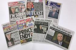 Novinové titulky k odchodu prince Andrewa z veřejného života