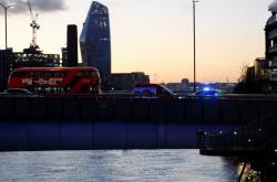 Policie na mostě London Bridge