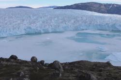 Tající grónský ledovec
