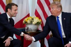 Prezidenti Emmanuel Macron a Donald Trump na summitu NATO