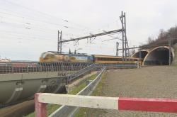 Železniční spojení mezi pražským hlavním nádražím a tunely pod Vítkovem je už 10 let v provozu nezkolaudované.