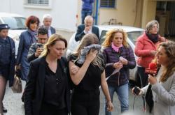 Britka se svou matkou na cestě k soudu