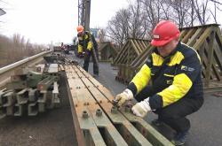Silničáři staví provizorní most přes Dyji