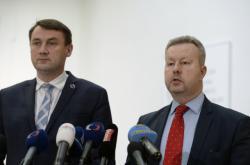 Ministr životního prostředí Richard Brabec (vpravo) a hejtman Libereckého kraje Martin Půta