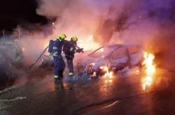 Na Praze 9 hořela auta