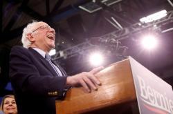 Bernie Sanders během primárek v New Hampshire
