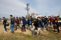 Běženci mířící na turecko-řeckou hranici