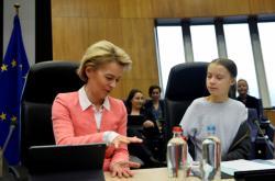 Šéfka Evropské komise Ursula von der Leyenová s aktivistkou Gretou Thunbergovou