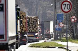 Na slovenských hranicích se tvoří kolony