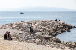 Chorvatská pláž na snímku z 4. dubna 2020