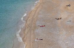 Pláž v chorvatském Dubrovníku na snímku z 28. dubna