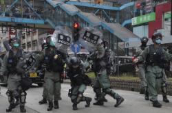 Policie zasahuje proti demonstrantům v Hongkongu