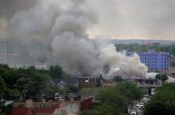 Policejní stanice v Minneapolis po požáru
