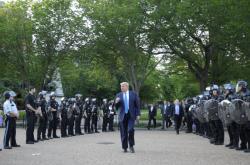 Donald Trump při návštěve kostela ve Washingtonu DC