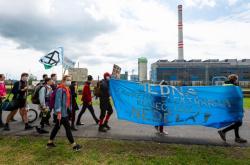 Demonstrace před elektrárnou Prunéřov