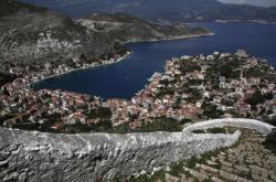 Pohled na přístav na řeckém ostrově Kastelorizo