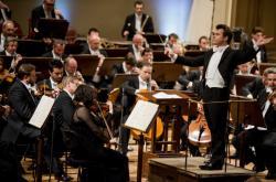 Jakub Hrůša řídí Českou filharmonii