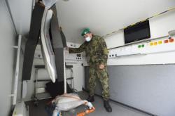 Voják v zázemí polní nemocnice