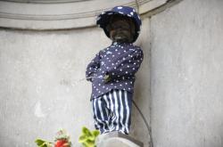 Manneken Pis oblečený do českého kostýmu