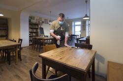 Příprava na znovuotevření restaurace