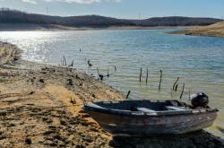 Nízká hladina vody na přehradě Ömerli