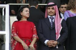 Bývalý jordánský princ Hamza a jeho manželka během oslav v Ammánu