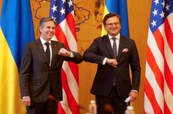 Americký ministr zahraničí Antony Blinken (vlevo) s ukrajinským protějškem Dmytrem Kulebou