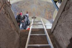 Víko hrobky se zvedlo po několika dekádách
