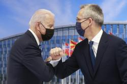 Americký prezident Joe Biden při setkání s generálním tajemníkem aliance Jensem Stoltenbergem