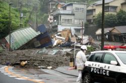 Domy poškozené po sesuvu půdy v městě Atami