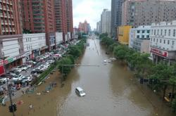 Zaplavená ulice v Čeng-čou