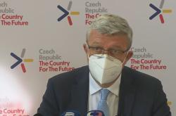 Ministr obchodu a průmyslu Karel Havlíček na memorandu k výstavbě továrny na baterie
