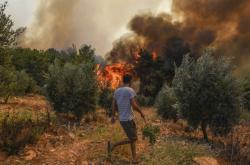 Požár poblíž pobřežního města Manavgat v jihoturecké provincii Antalya