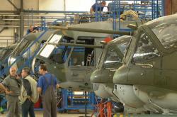 Oprava vrtulníků ve státním podniku LOM Praha
